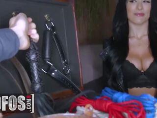 Mandingo BF überrascht seine dicke weiße Freundin Katrina Jade mit Dreier